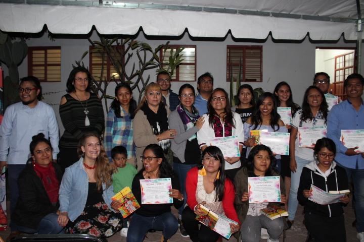 """Estudiantes de diversas universidades y Consorcio Oaxaca presentan el libro """"Aprendizajes de vida"""""""