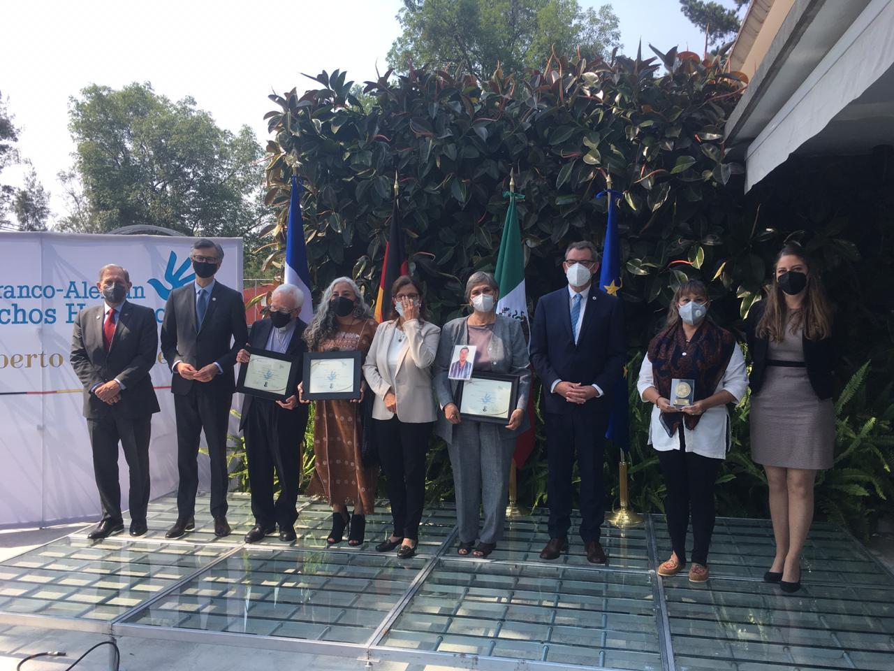 Entregan embajadores de Alemania y Francia en México Premio Franco-Alemán de Derechos Humanos Gilberto Bosques a Movimiento por Nuestros Desaparecidos en México