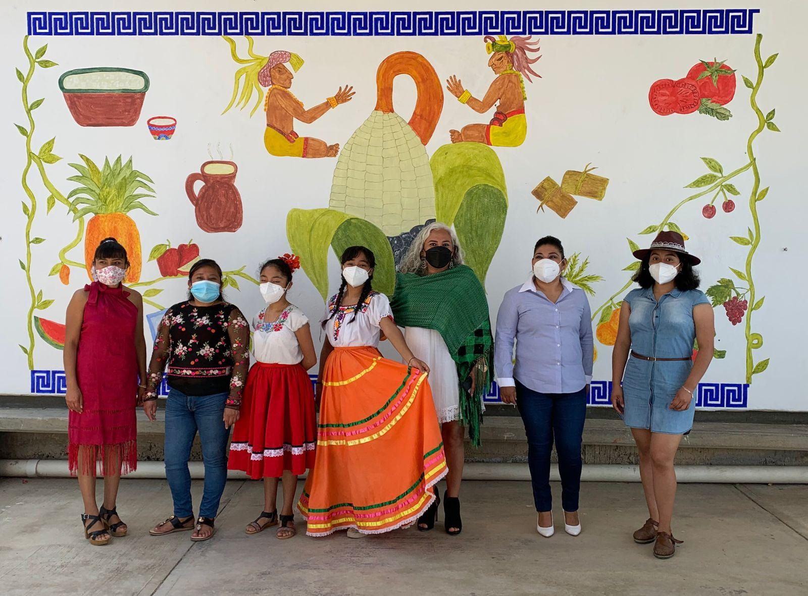 Organizaciones civiles develan segundo mural para promover el derecho a una alimentación sana y nutritiva en la niñez Oaxaqueña